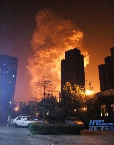 天津滨海新区码头深夜突发爆炸图片